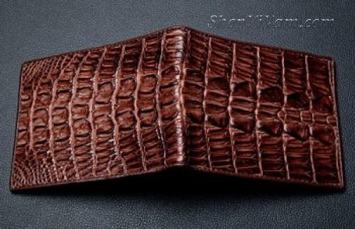 Cách sử dụng bóp da cá sấu lâu bền